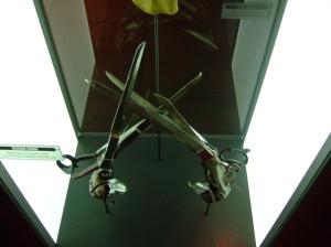 Les mains d'argent exposées au Musée de la pop-culture de Seattle. ©John Seb Barber (Leeds,UK)