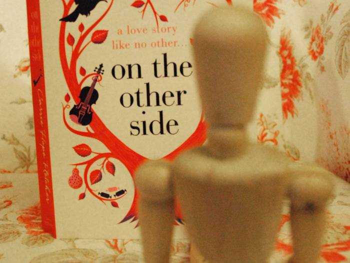 """On the Ohter Side"", roman de Carrie Hope Fletcher."